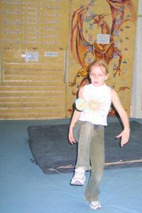 Еще одна (далеко не детская) забава на скалодроме.