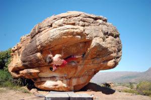 Короткая и тяжелая 7В в изумительном секторе «Plateau boulders».