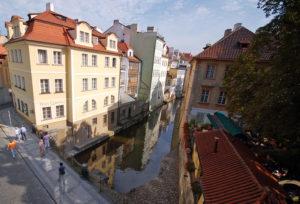 Слева и справа от этого замечательного моста находятся не менее очаровательные мостики и местечки!