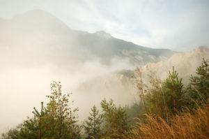 Когда мы приехали в Erto, все окрестности были в тумане.