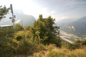 Сам скальный район находится под антеннами.