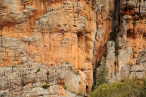 Скальный массив смотрится очень живописно.