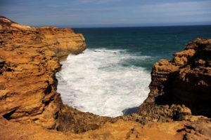 ... неспокойно-очаровательные воды Тасманского моря...
