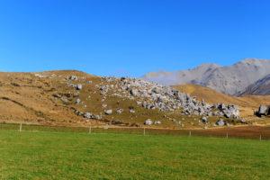 Spittle Hill - первая часть скального района (россыпь боулдеринговых камней слева по ходу движения от паркинга).