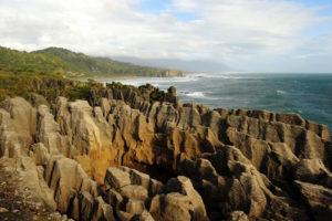 Можно посетить местные природные достопримечательности,например такие,как PUTAI (Pancake Rocks).