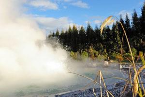 Небольшой город расположен в живописной долине на берегу озера Роторуа, в центре геотермально-активной зоны.