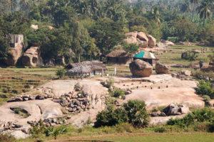 """Сектор """"Baba Cafe""""- приметные пара камней за рекой."""