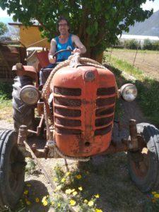 Из скалолазов Александр перепрофилировался у нас в трактористы.