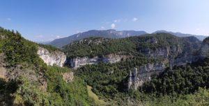 Скальные сектора (слева).